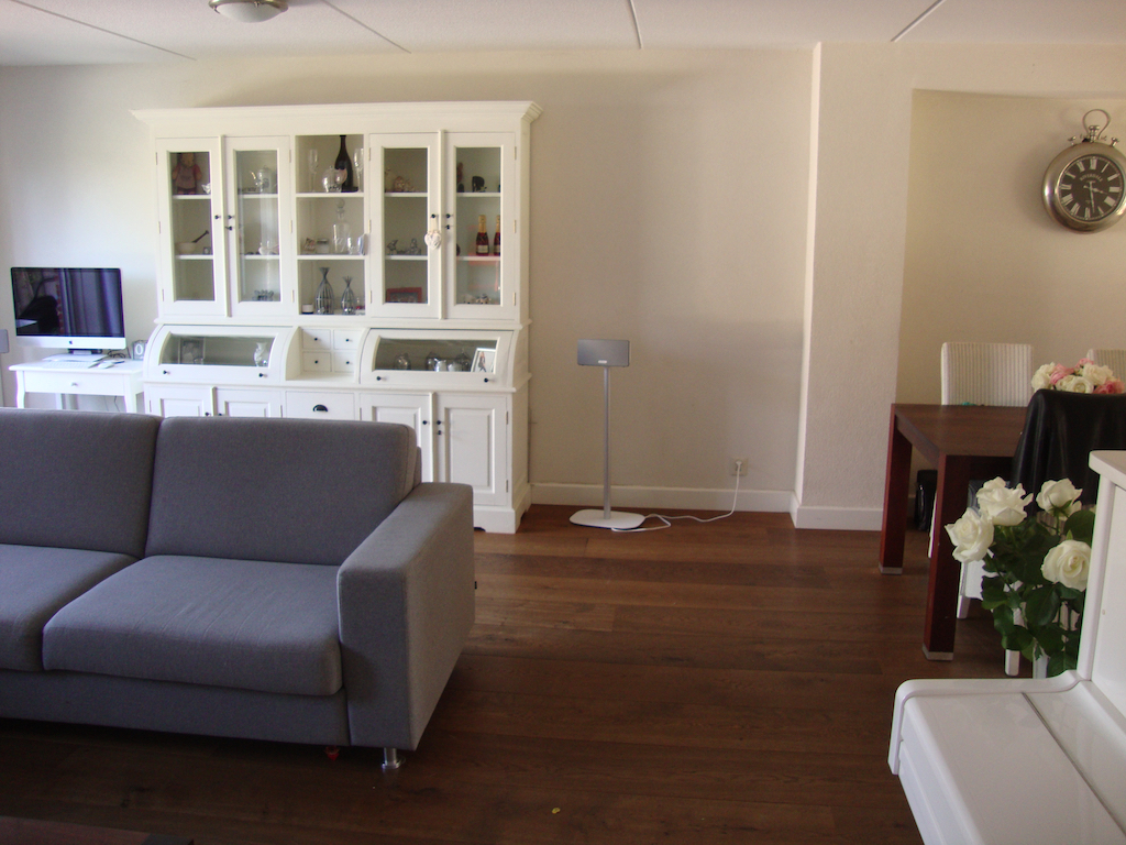 Strakke moderne woonkamer waanzinnig interieur for Moderne woonkamer