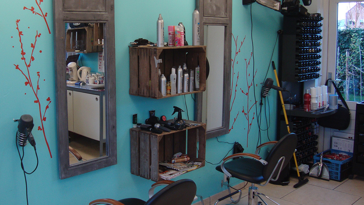 Kapsalon hair4you waanzinnig interieur - Klein interieur ruimte ...